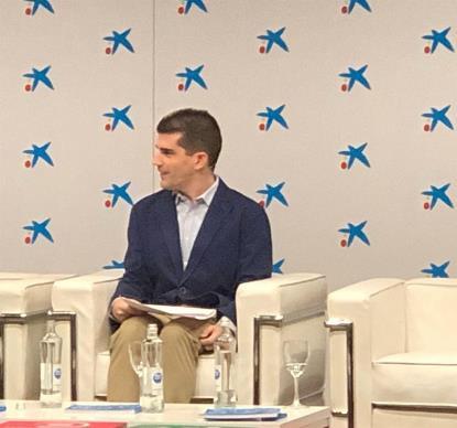 David Martínez Menayo de ponente en unas jornadas de Dircom de La Caixa