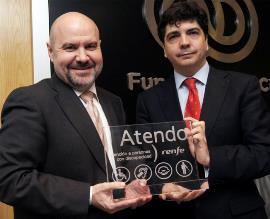 El presidente del CERMI, Luis Cayo Pérez Bueno y el subsecretario de Fomento, Mario Garcés