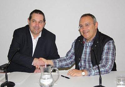 Javier Miranda (izquierda) y Koldo Sebastián, tras la firma del acuerdo