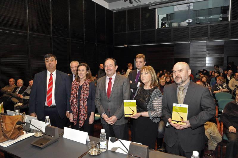 """Pedro Sanz destaca """"el sensible e importante trabajo"""" de los protagonistas del libro 'Activistas'"""