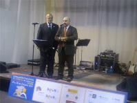 Luis Cayo Pérez Bueno, presidente del CERMI, recibe el Premio Trebol 2011, de Down España