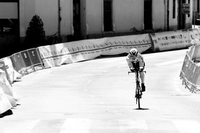 Una pierna es suficiente para pedalear (Copa del Mundo Ciclismo Paralímpico, Segovia, junio de 2012).