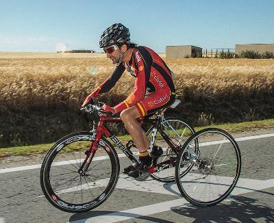 Aitor Oroza, por las carreteras de Segovia en la Copa del Mundo 2012. Los ciclistas con parálisis cerebral participan con triciclo en el programa oficial de los Juegos Paralímpicos