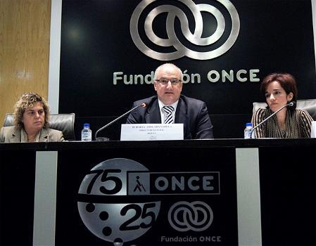 De izquierda a derecha: Teresa Palahí, Borja Adsuara y Pilar Villarino, en la inauguración de la jornada