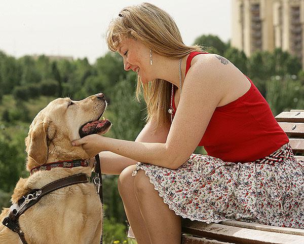 El perro guía es fundamental para las personas ciegas