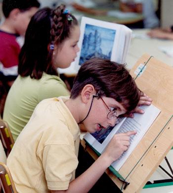 La ONCE cuenta con centros educativos para niños con discapacidad visual