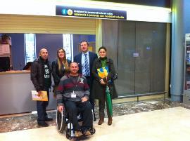 Imagen de la reunión para informar al CERMI Asturias de las mejoras en el aeropuerto