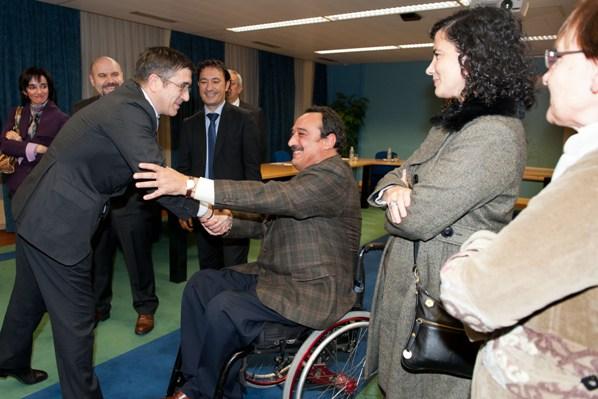 El Lehendakari saluda a los miembros del CERMI y de EDEKA