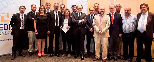 Foto de familia de la asamblea de la fusión de AEDIS y AFEM