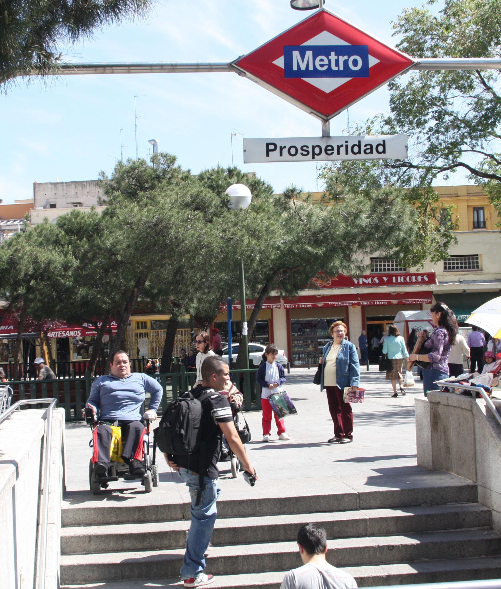 Falta de accesibilidad en el acceso a una estación de metro