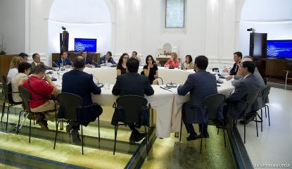 El CERMI Extremadura reunido con el Presidente del Parlamento de Extremadura, Fernando Manzano, y los cuatro portavoces de los grupos (imagen de la web de la Junta de Extremadura)