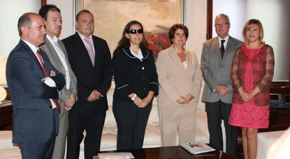 El presidente de la Región de Murcia, Ramón Luis Valcárcel, recibe a la presidente y directiva del CERMI Región de Murcia