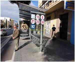 Otra marquesina de la empresa de transportes de Málaga con audio accesible