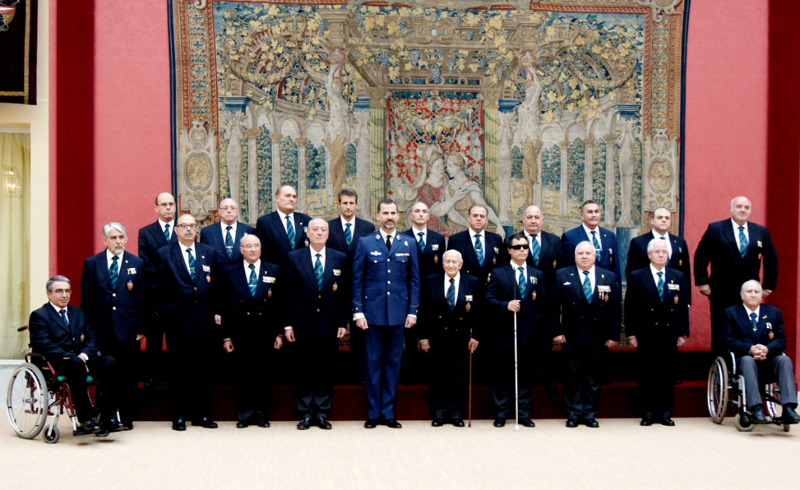 El Príncipe Felipe junto a una representación de la Comisión del Consejo Nacional de ACIME
