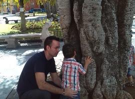 Albano de Alonso, junto a su hijo
