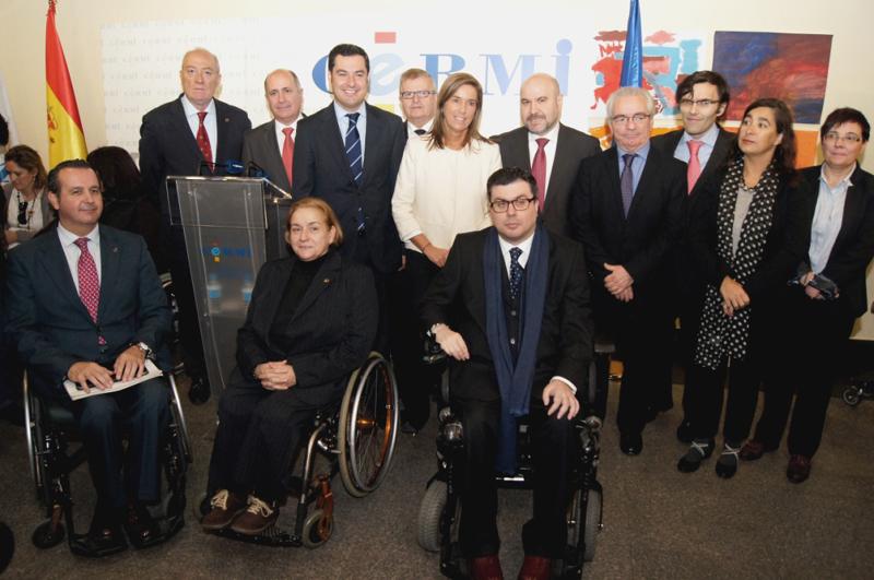 Foto de familia del CERMI con los representantes del Ministerio de Sanidad, Servicios Sociales e Igualdad