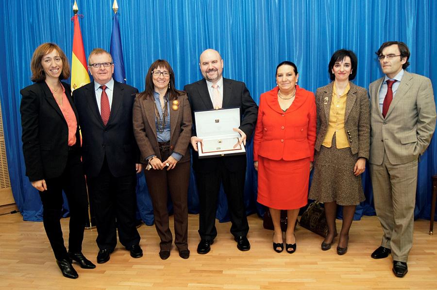 Foto de familia del CERMI tras recibir la Orden del Mérito Constitucional