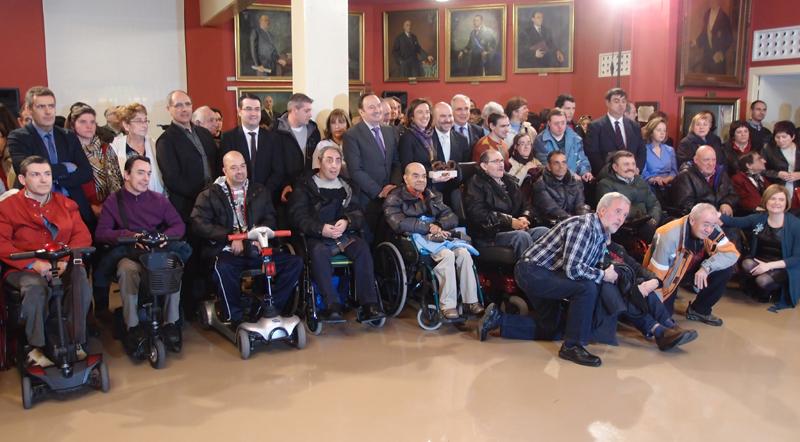 El Ayuntamiento de Logroño recibe el Premio Cermi.es 2013