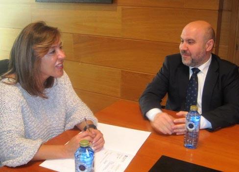Beatriz Mato, consejera de Trabajo y Bienestar de la Xunta de Galicia y Luis Cayo Pérez Bueno, presidente del CERMI