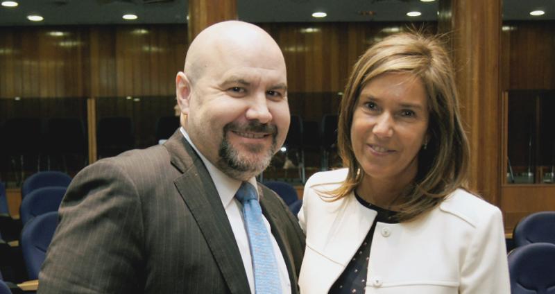 Ana Mato, ministra de Sanidad, Servicios Sociales e Igualdad, junto a Luis Cayo Pérez Bueno, presidente del CERMI