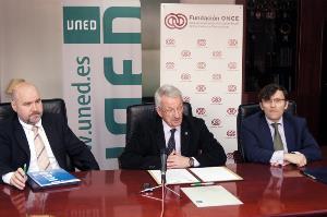 La UNED, el CERMI y la Fundación ONCE potenciarán la inserción laboral de los titulados con discapacidad
