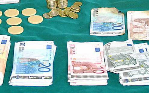 Dinero intervenido por la policía