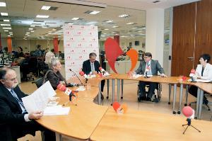 Imagen de una mesa redonda del boletín del CERMI