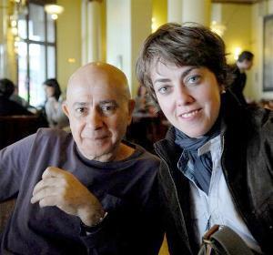Esther Peñas con uno de sus invitados, Hugo Mújica, escritor