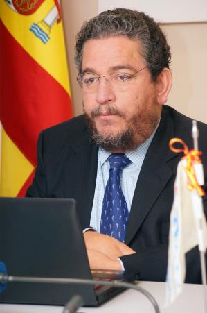 El comisionado de la ONU Carlos Ríos en rueda de prensa en el CERMI