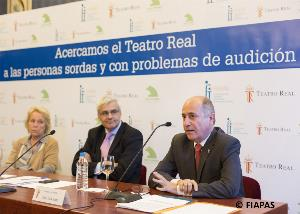 De dcha. A izq.: el presidente de FIAPAS, Jose Luis Aedo; el director general del Teatro Real, Ignacio García Belenguer; y la presidenta de la Fundación Caja Madrid, Carmen Cafranga
