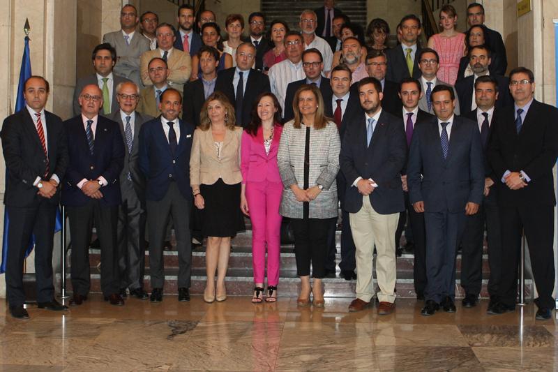 Foto de familia del Pleno del CERSE (Consejo Estatal de Responsabilidad Social de las Empresas) en la aprobación de la Estrategia Española de Responsabilidad Social de las Empresas
