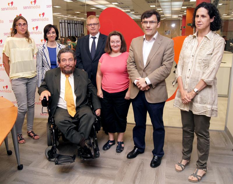 Carlos Rios Espinosa, miembro del Comité de Expertos de Naciones Unidas sobre los derechos de las personas con discapacidad con miembros del CERMI