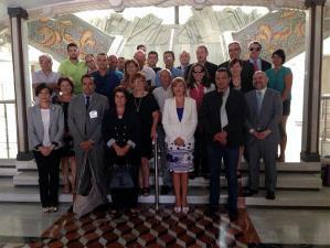 Representantes del CERMI Estatal y del CERMI Región de Murcia junto a la consejera de Sanidad, los portavoces parlamentarios y las diputadas  Violante Tomás y Teresa Rosique