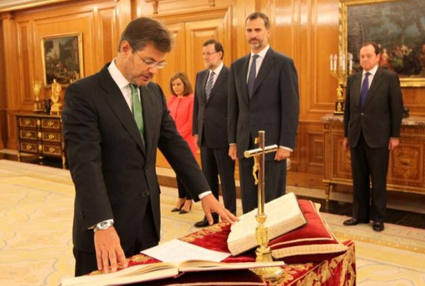 El nuevo ministro de Justicia, Rafael Catalá, jura su cargo ante el Rey