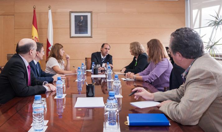 El presidente Diego durante su reunión con CERMI Asturias (Foto: Víctor Vélez)