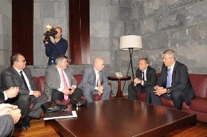 Imagen de la reunión del CERMI Estatal y el CERMI Canarias con el presidente del Gobierno de Canarias, Paulino Rivero