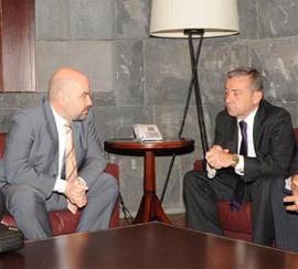 Luis Cayo Pérez Bueno, presidente del CERMI y Paulino Rivero, presidente del Gobierno de Canarias