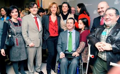 Toma de posesión de Ignacio Tremiño como director general de Discapacidad. Foto de familia con representantes del CERMI
