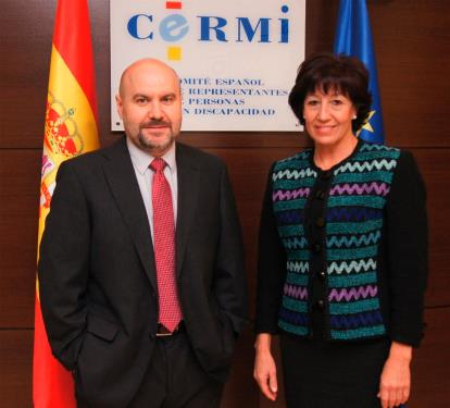 Luis Cayo Pérez Bueno, presidente del CERMI y la consejera de Cultura, Deportes, Políticas Sociales y Vivienda del Gobierno de Canarias, Inés Rojas, durante la reunión