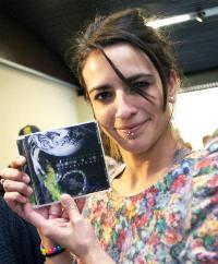 La cantante BEBE muestra el  CD 'Extremadura canta a la diversidad'